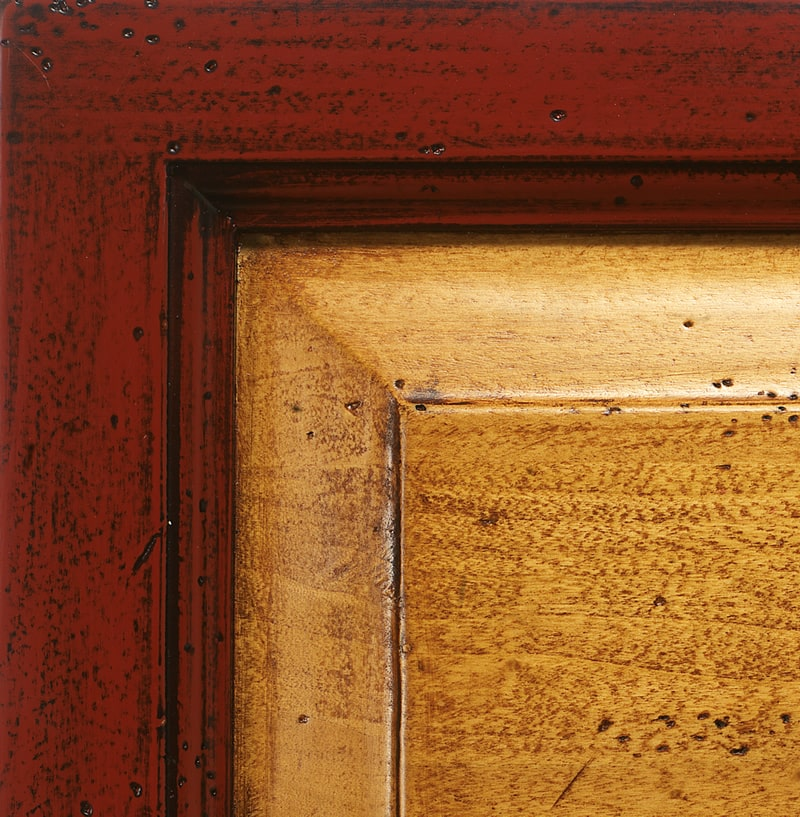 Dull red lacquered finish / antiqued straw '700