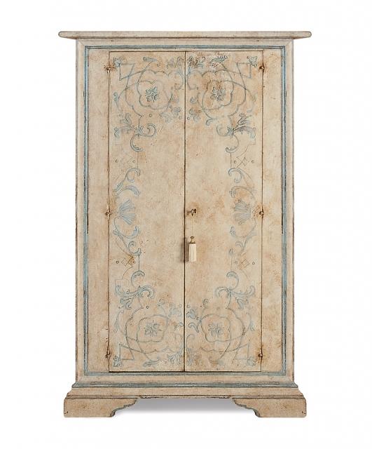 Cabinet 2 shaped doors