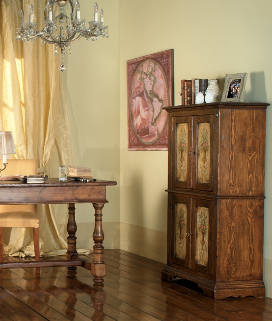 Cupboard with four doors with decoration