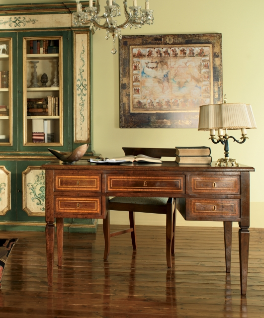 5-drawer desk with inlay fillets