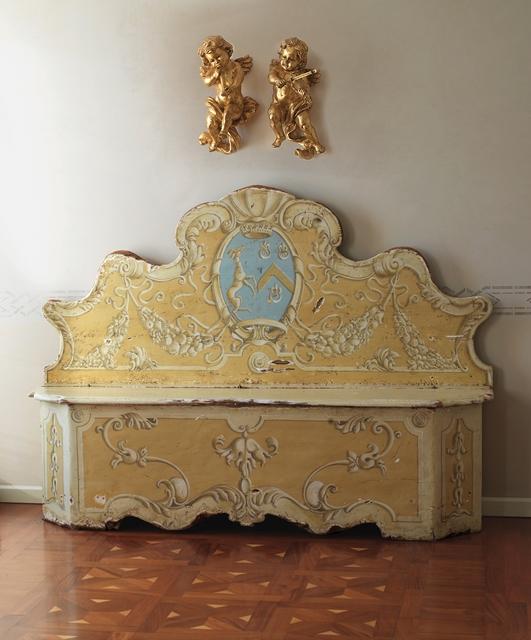 Chamfered corner chest