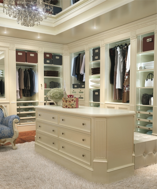 Boiserie with walk-in closet